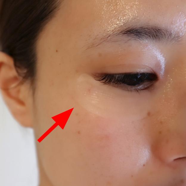 玻尿酸局部睡眠修護面膜有效果的使用方法。只要在晚上洗臉後貼在在意的部位直接睡覺