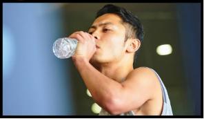 「HMB極力肌」根據自己的身體狀況一天服用4~8粒,但是最低是4粒。配合水就足夠。