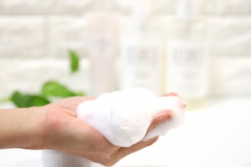 用泡泡洗臉